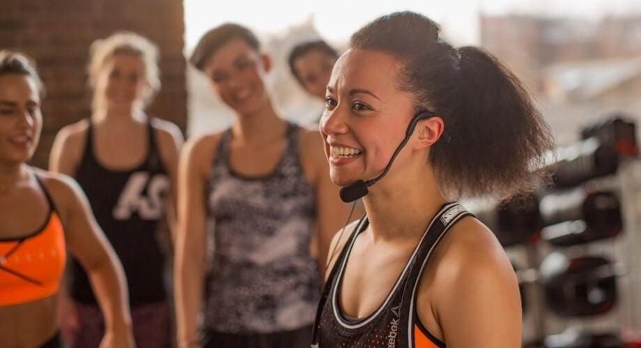 Logra que tu rutina de fitness grupal sea divertida y exitosa